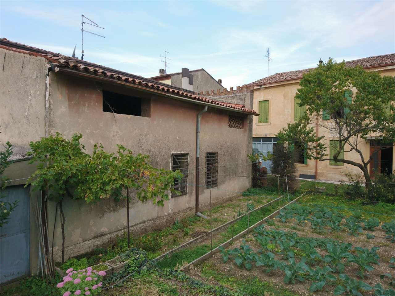 Rustico / Casale in vendita a Tregnago, 11 locali, zona Zona: Centro, prezzo € 270.000 | CambioCasa.it