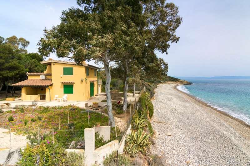 Villa in vendita a Pula, 5 locali, Trattative riservate | CambioCasa.it