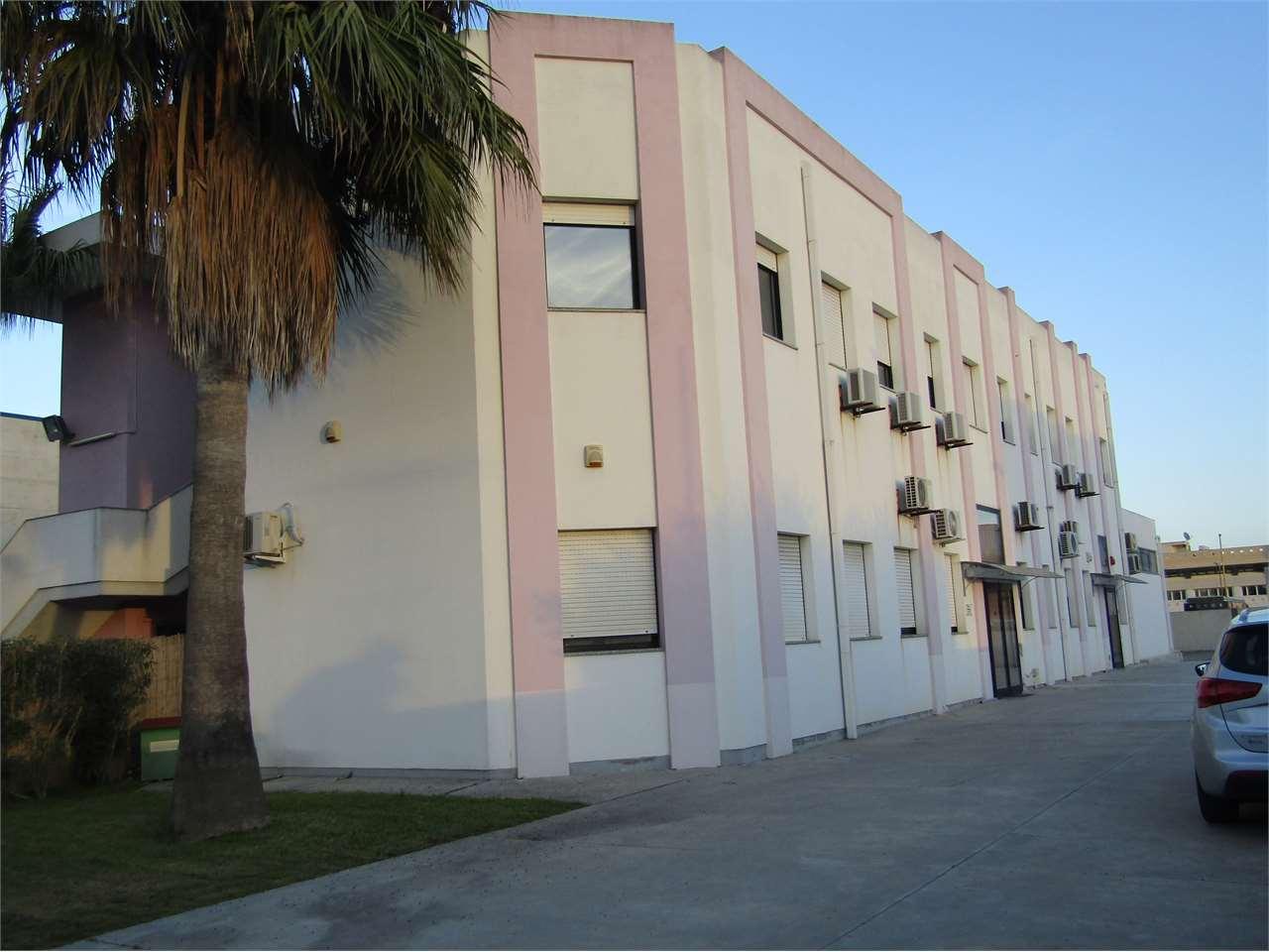 Ufficio / Studio in vendita a Elmas, 20 locali, Trattative riservate | CambioCasa.it
