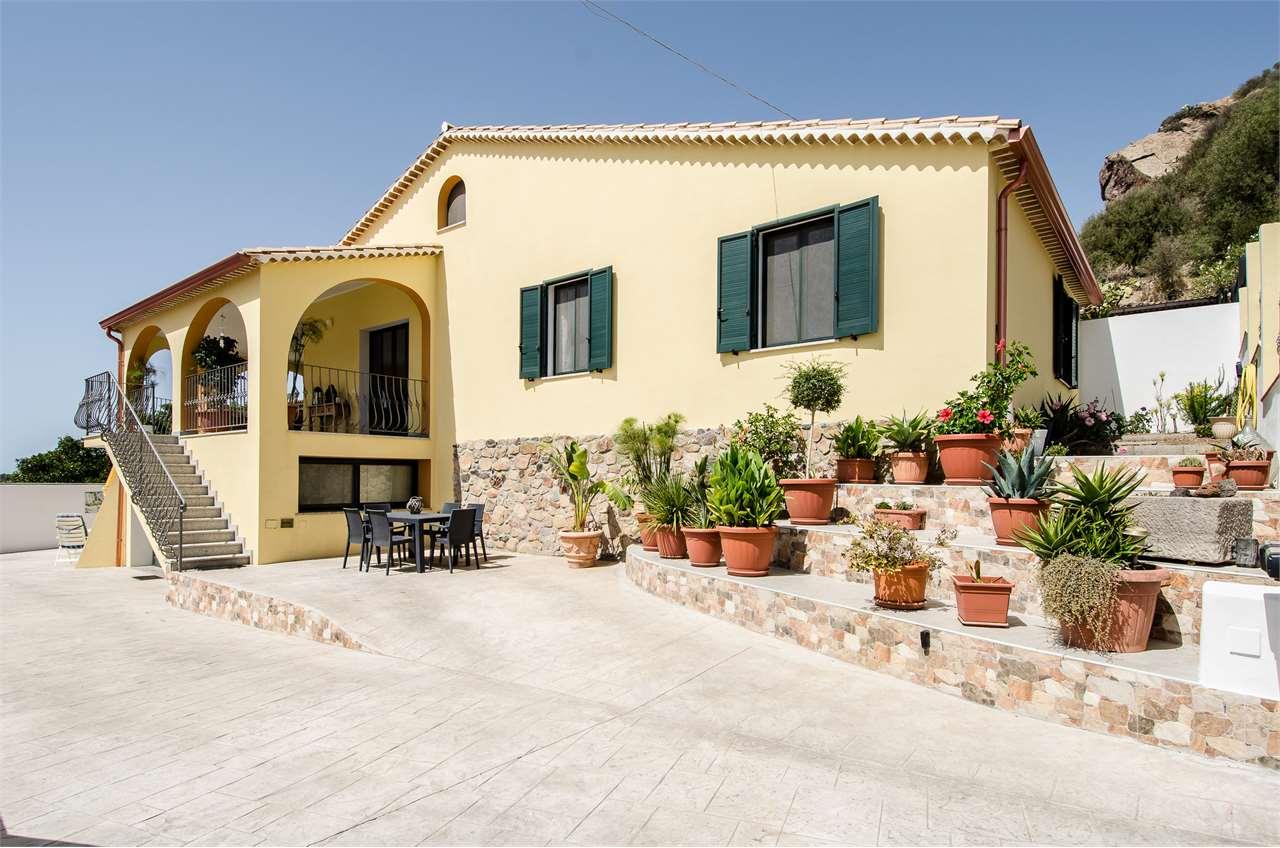 Villa in vendita a Pula, 9999 locali, prezzo € 365.000   CambioCasa.it