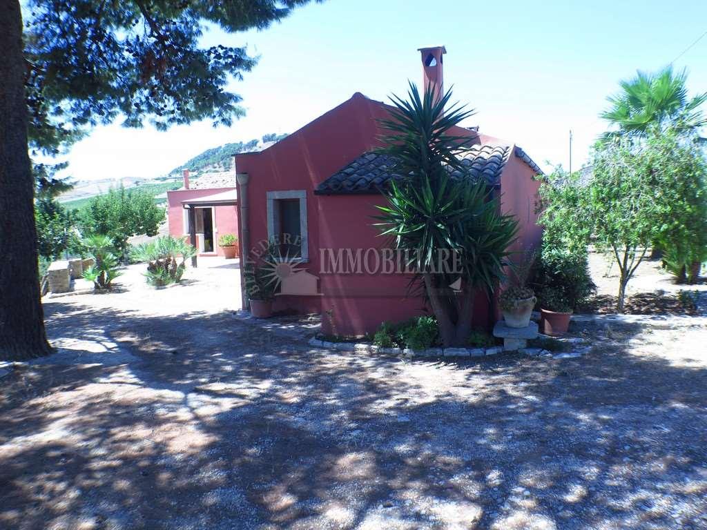 Rustico / Casale in vendita a Buseto Palizzolo, 8 locali, zona Zona: Pianoneve-Luziano, prezzo € 195.000   Cambio Casa.it