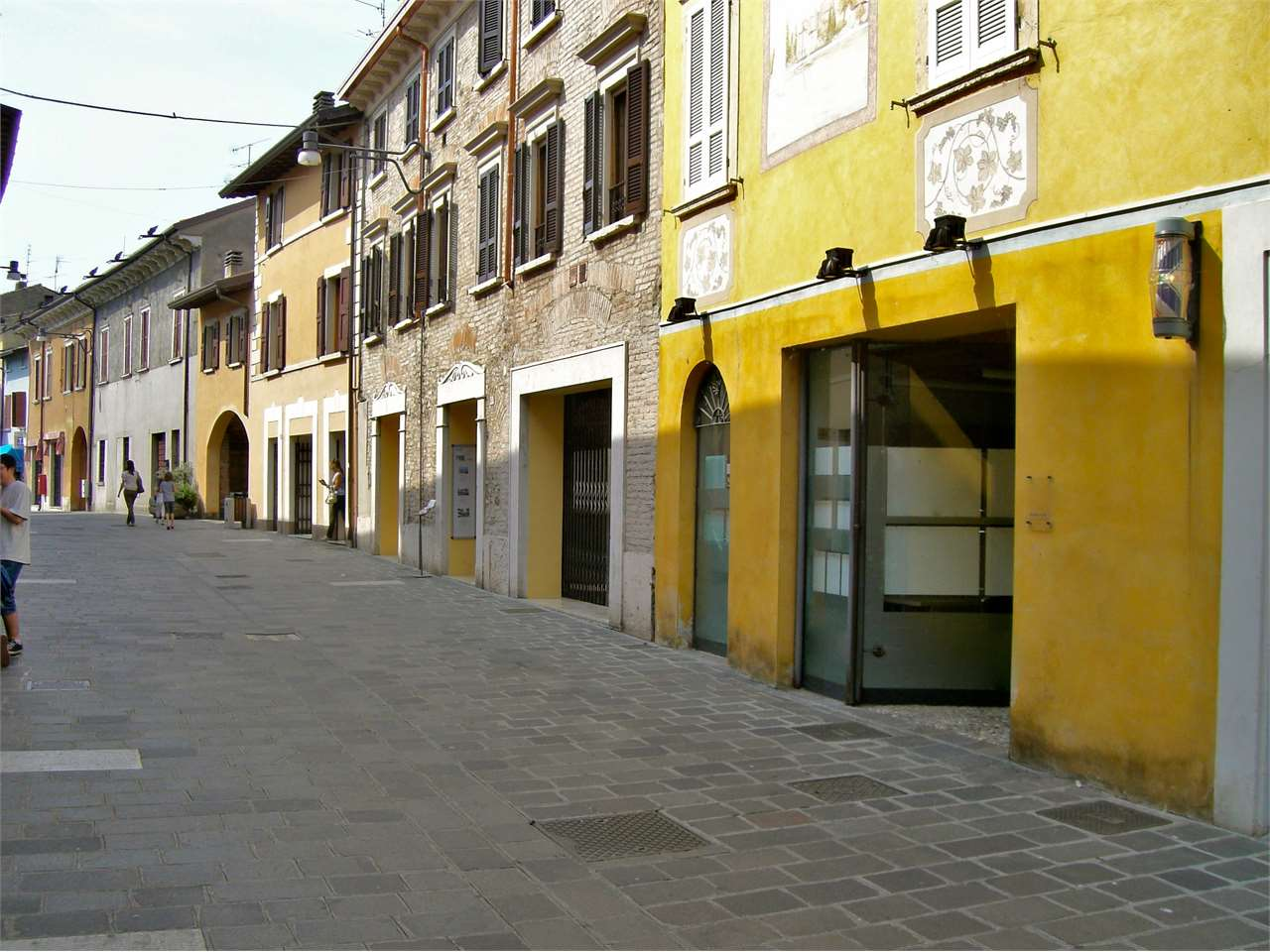Ufficio / Studio in vendita a Desenzano del Garda, 3 locali, zona Zona: Rivoltella del Garda, prezzo € 220.000 | Cambio Casa.it