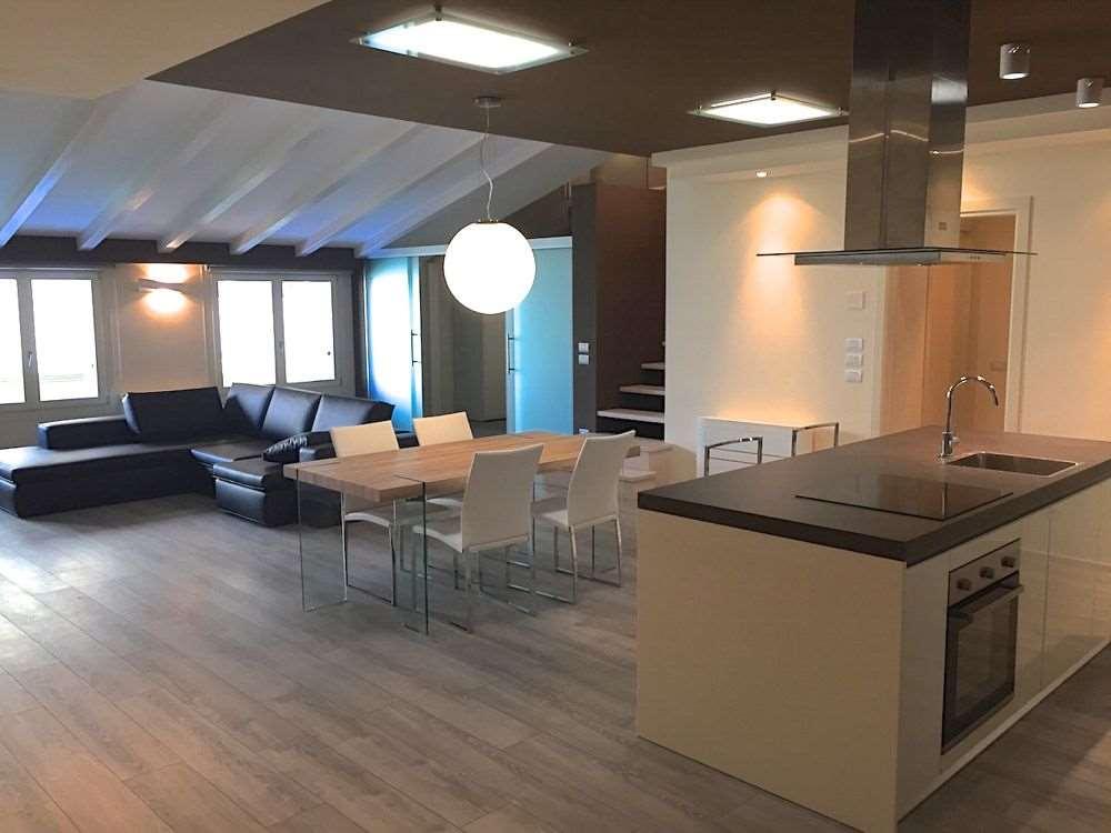 Loft / Openspace in vendita a Desenzano del Garda, 9999 locali, prezzo € 490.000 | Cambio Casa.it