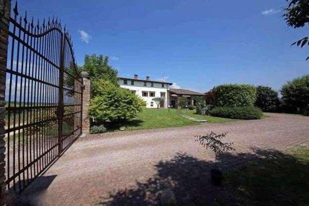Rustico / Casale in vendita a Desenzano del Garda, 15 locali, prezzo € 1.200.000 | CambioCasa.it