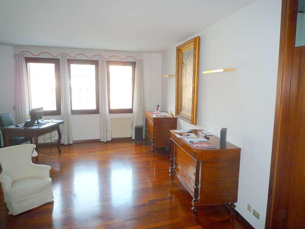 Attico / Mansarda in vendita a Conegliano, 10 locali, zona Località: Centro, Trattative riservate | Cambio Casa.it