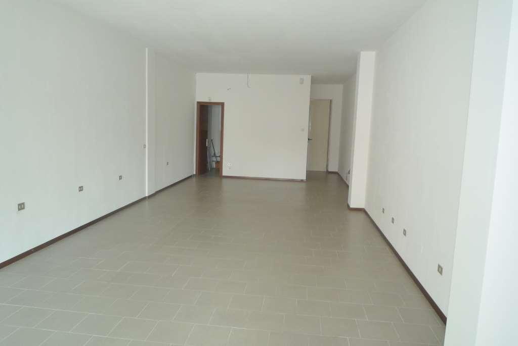 Negozio / Locale in affitto a Conegliano, 1 locali, zona Località: Piscine, prezzo € 600 | Cambio Casa.it