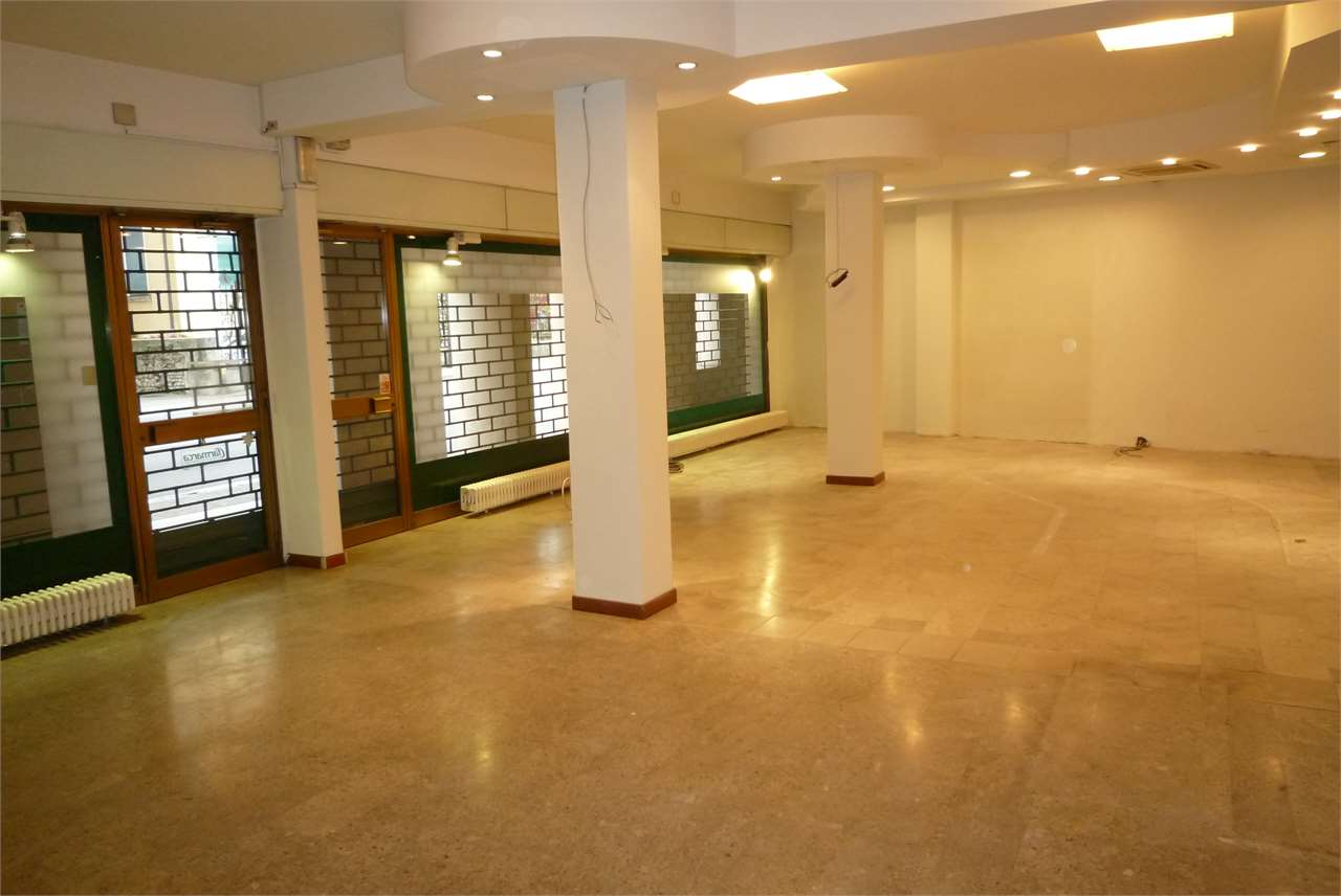 Negozio / Locale in affitto a Conegliano, 2 locali, zona Località: Lourdes, prezzo € 1.300 | Cambio Casa.it