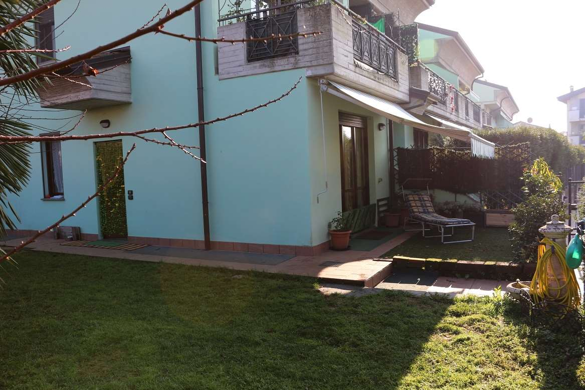 Appartamento in vendita a Boltiere, 3 locali, prezzo € 159.000 | CambioCasa.it