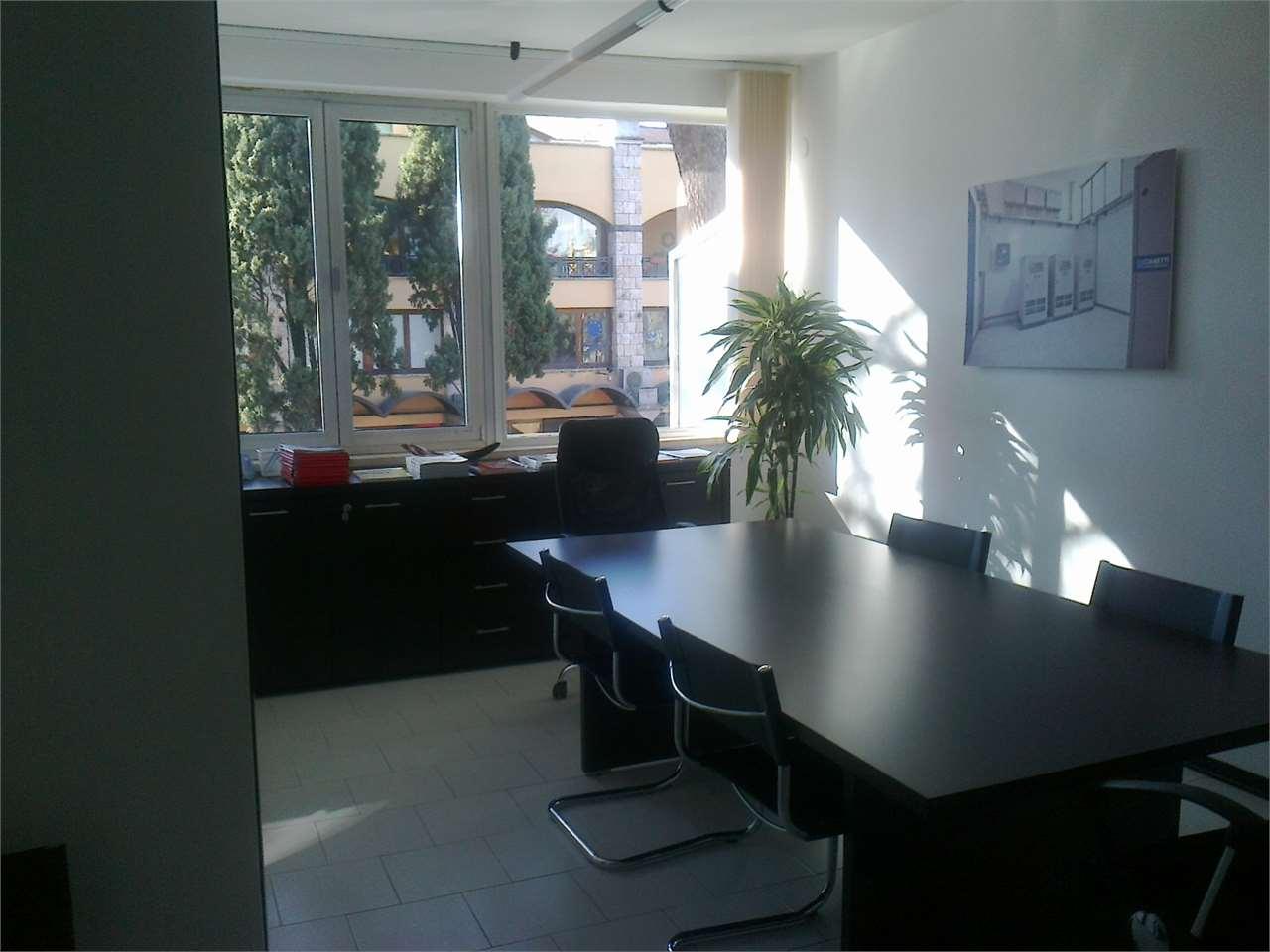 Ufficio / Studio in affitto a Bastia Umbra, 4 locali, prezzo € 700 | Cambio Casa.it