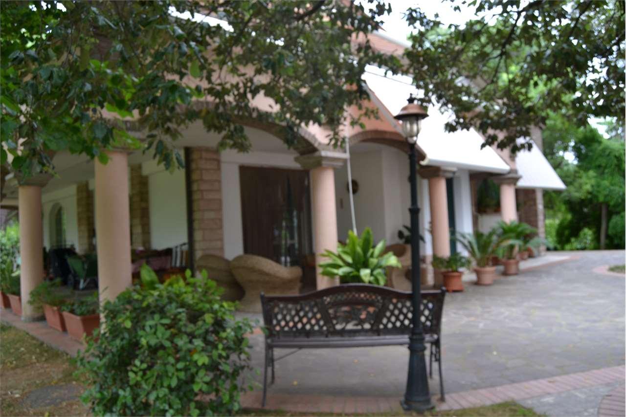 Villa in vendita a Bastia Umbra, 6 locali, zona Zona: Cipresso, prezzo € 830.000 | CambioCasa.it