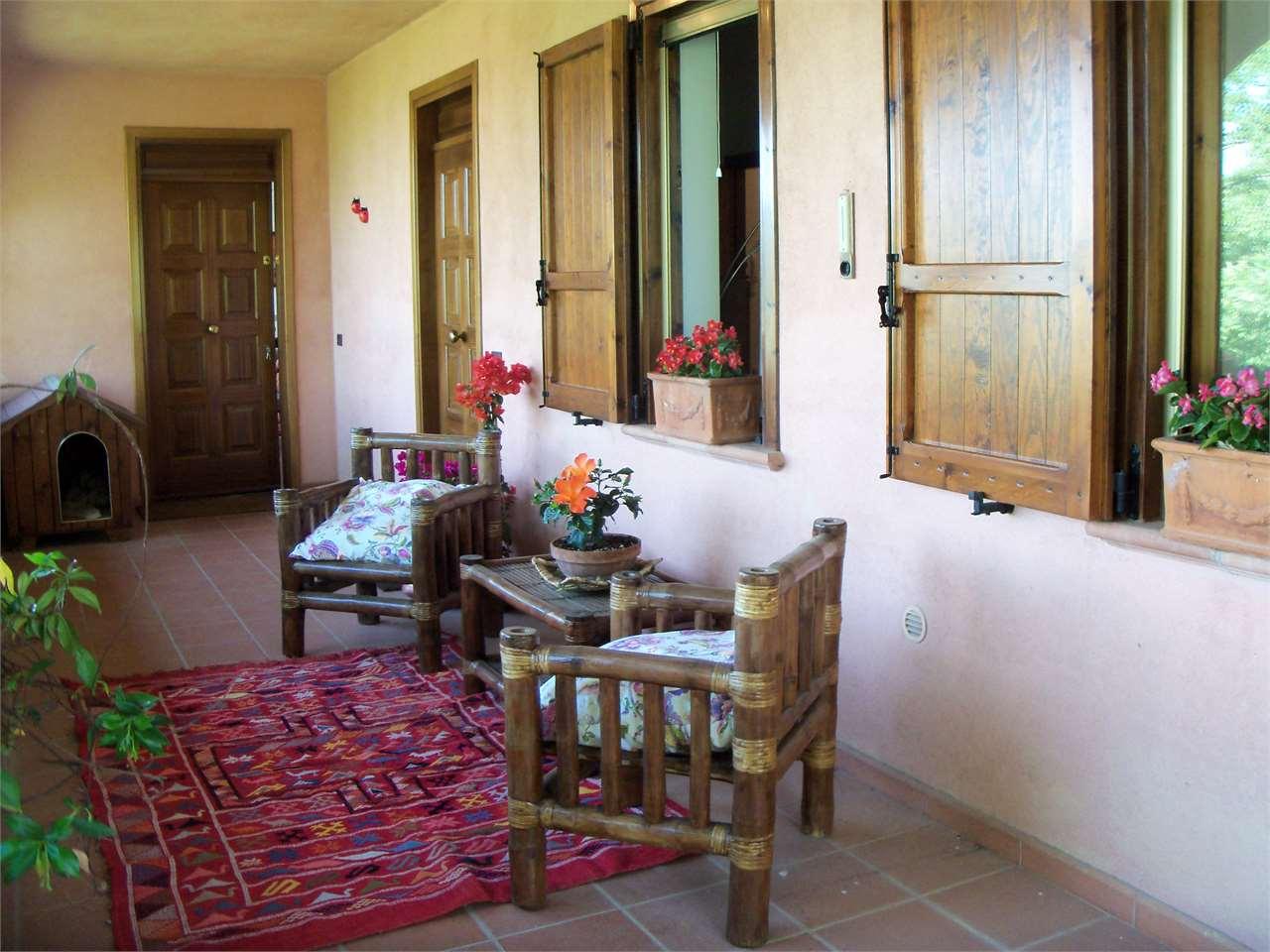 Villa in vendita a Magione, 10 locali, prezzo € 570.000   CambioCasa.it
