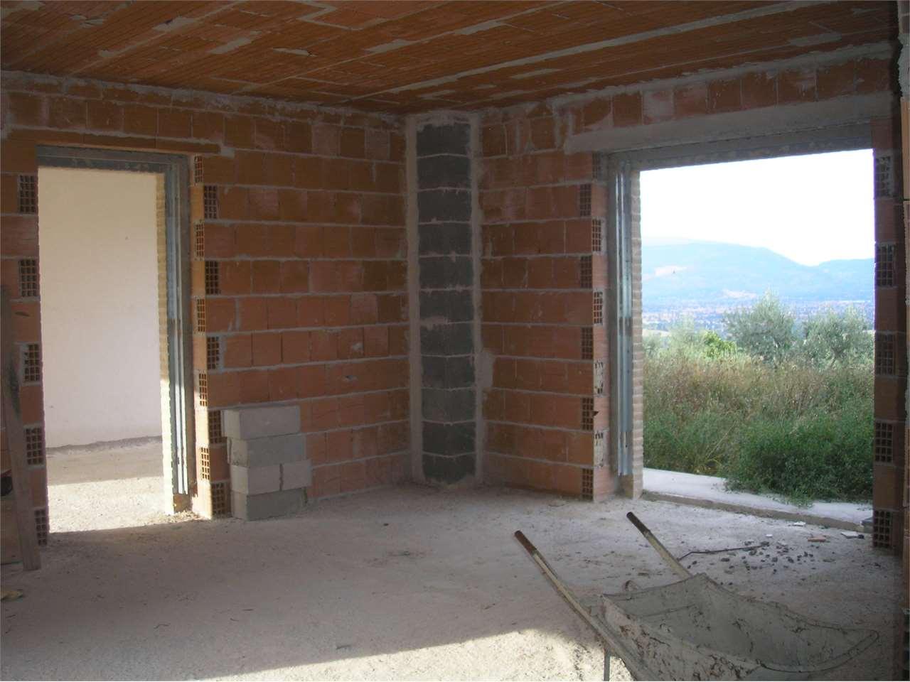 Appartamento in vendita a Montefalco, 7 locali, prezzo € 350.000 | Cambio Casa.it