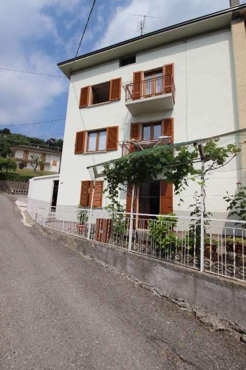 Appartamento in vendita a Berbenno, 7 locali, prezzo € 105.000   CambioCasa.it