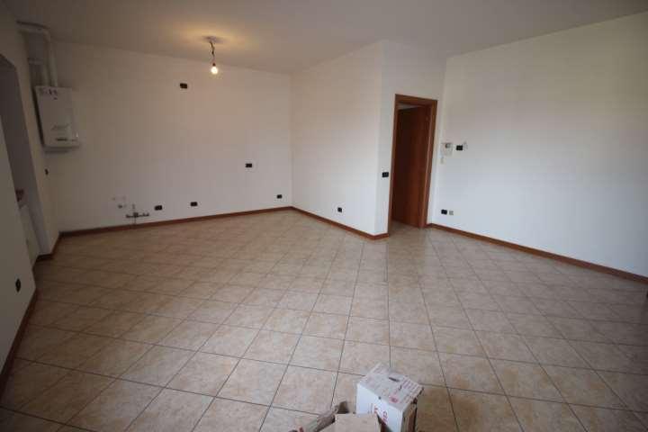 Appartamento in vendita a Presezzo, 3 locali, prezzo € 175.000 | CambioCasa.it