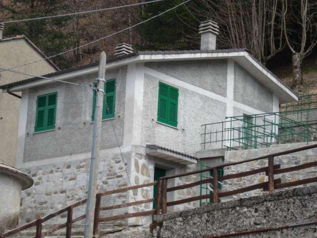 Soluzione Indipendente in vendita a Lorsica, 3 locali, zona Zona: Barbagelata, prezzo € 130.000 | CambioCasa.it