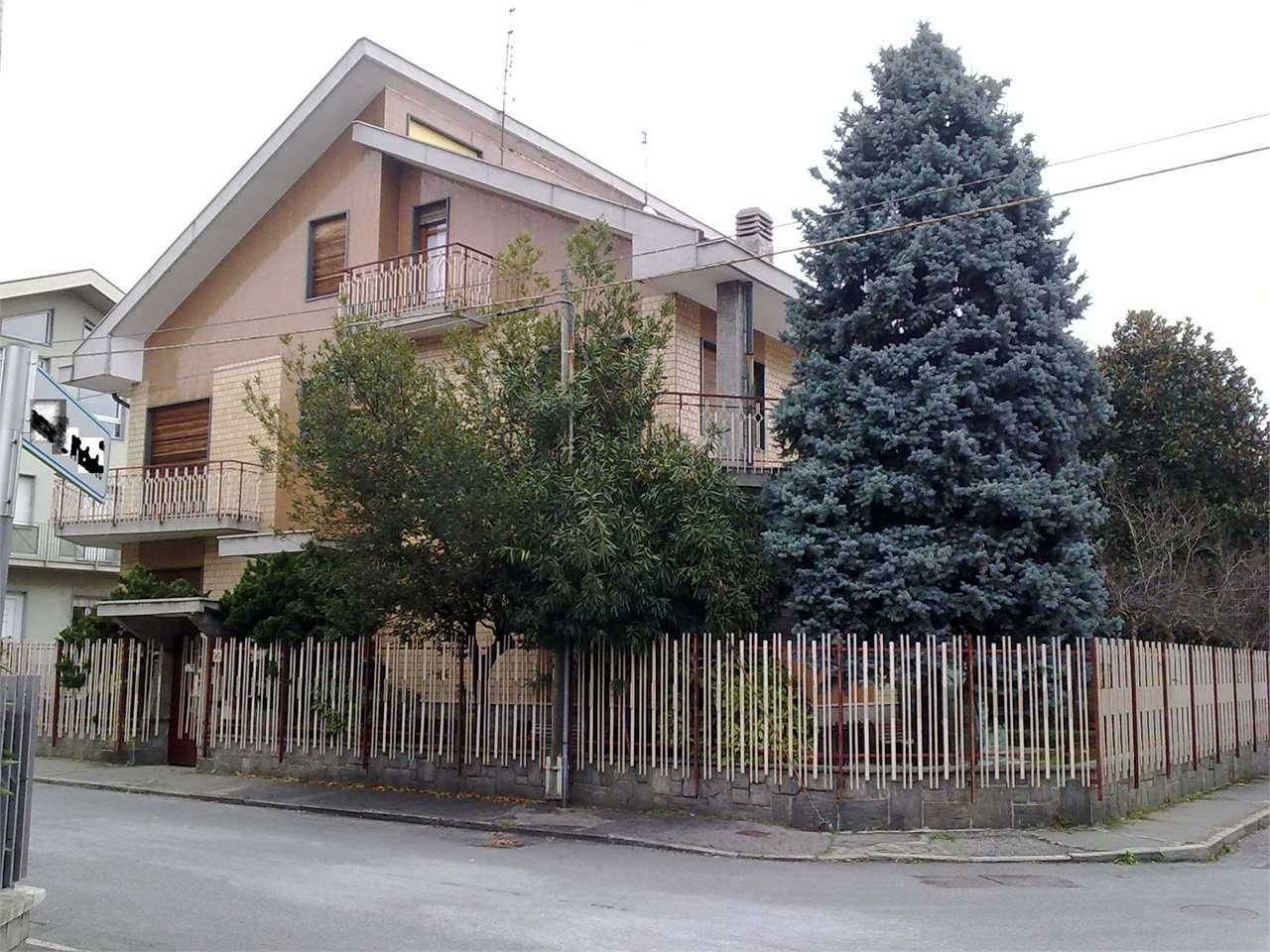 Villa in vendita a Collegno, 12 locali, zona Zona: Leumann-Terracorta, prezzo € 780.000 | Cambio Casa.it