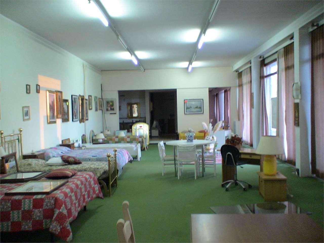 Negozio / Locale in vendita a Montechiarugolo, 3 locali, zona Località: Basilicanova, Trattative riservate | Cambio Casa.it
