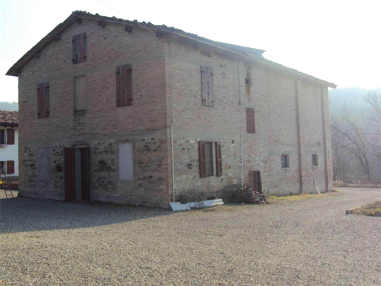 Soluzione Indipendente in vendita a Traversetolo, 10 locali, zona Località: Castione dè Baratti, Trattative riservate | Cambio Casa.it