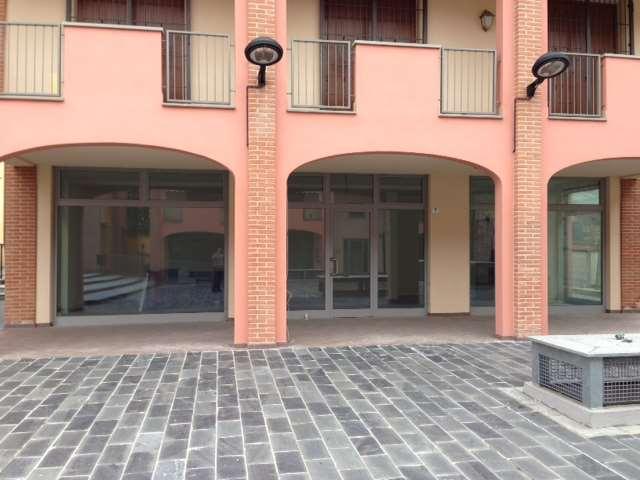 Negozio / Locale in affitto a Traversetolo, 3 locali, zona Località: Traversetolo, prezzo € 800 | Cambio Casa.it