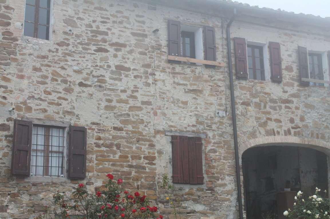 Appartamento in vendita a Lesignano de' Bagni, 12 locali, zona Zona: San Michele Cavana, prezzo € 70.000 | Cambio Casa.it