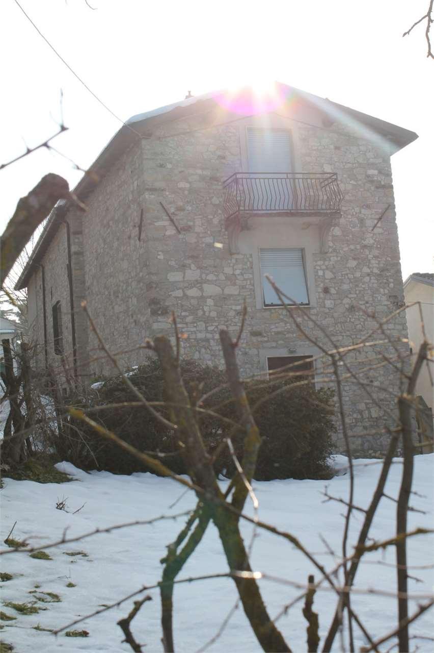 Soluzione Indipendente in vendita a Neviano degli Arduini, 6 locali, zona Zona: Mozzano, prezzo € 150.000 | Cambio Casa.it