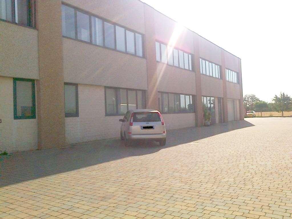 Capannone in vendita a Parma, 15 locali, zona Zona: Alberi, Trattative riservate | Cambio Casa.it