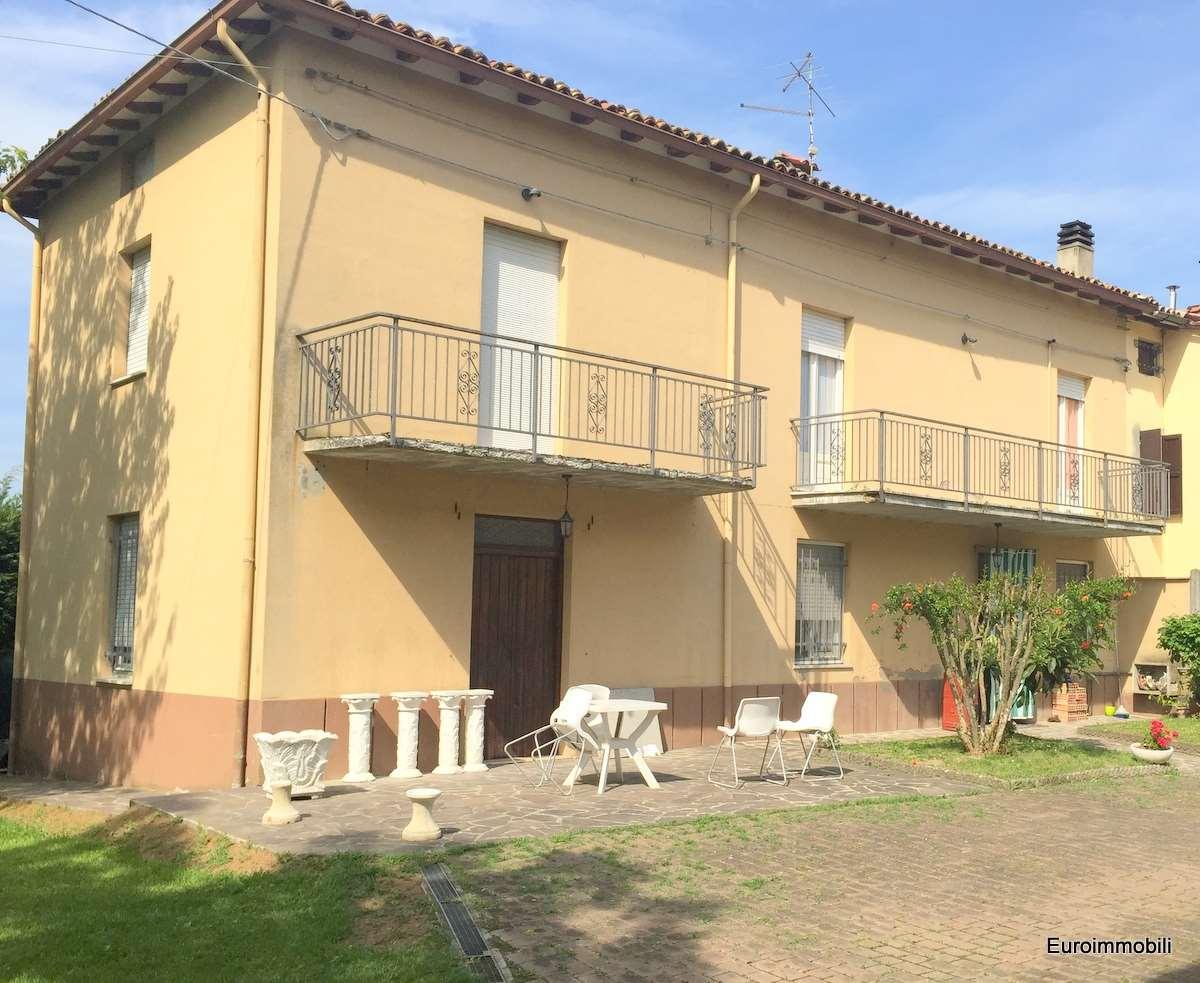 Soluzione Indipendente in vendita a Traversetolo, 6 locali, zona Località: Traversetolo, prezzo € 225.000 | Cambio Casa.it