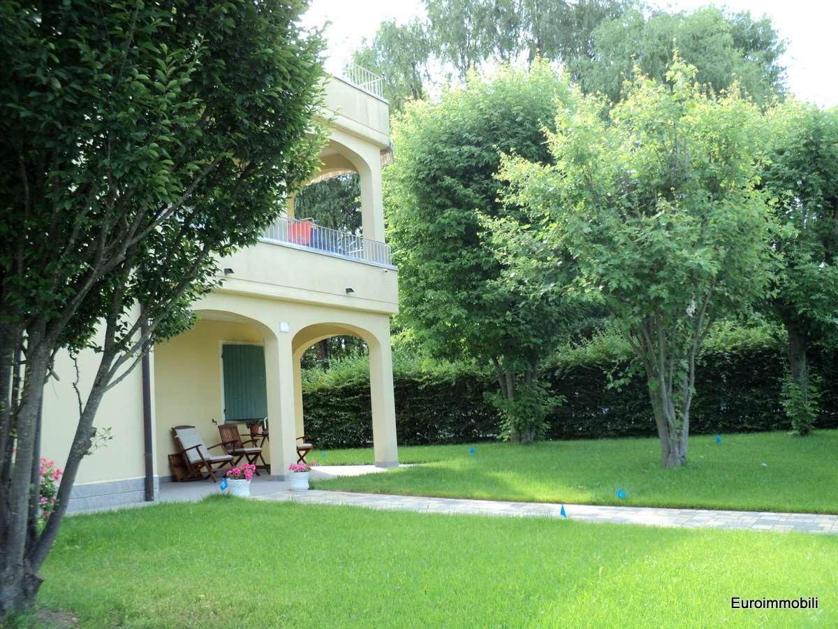 Villa in vendita a Traversetolo, 18 locali, zona Località: Traversetolo, prezzo € 580.000 | Cambio Casa.it