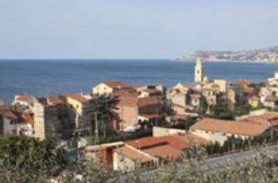 Attività / Licenza in vendita a Santo Stefano al Mare, 42 locali, Trattative riservate | Cambio Casa.it