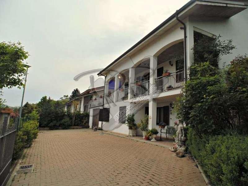Villa in vendita a Neive, 8 locali, prezzo € 550.000 | Cambio Casa.it