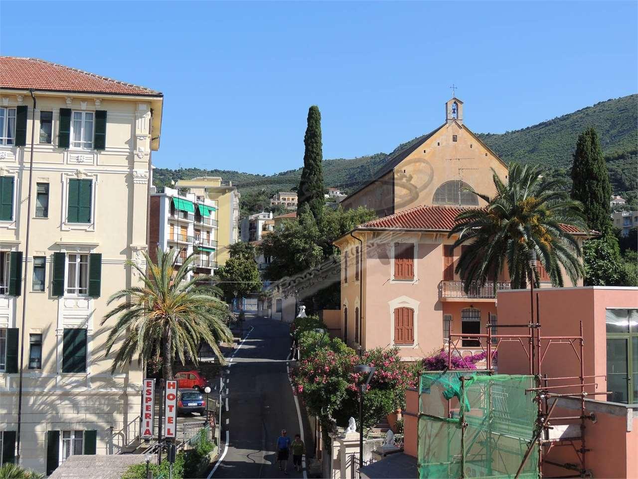 Appartamento in vendita a Spotorno, 3 locali, prezzo € 370.000 | CambioCasa.it