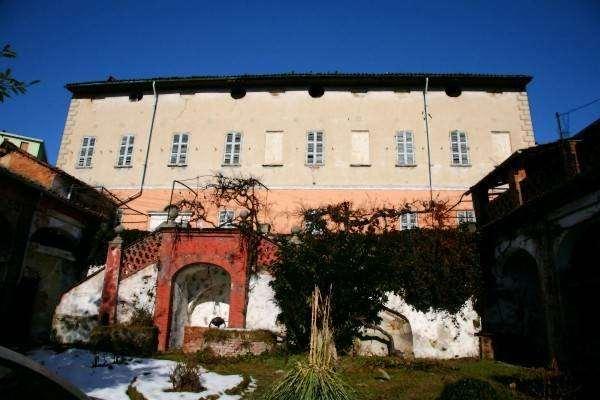 Villa in Vendita a San Salvatore Monferrato