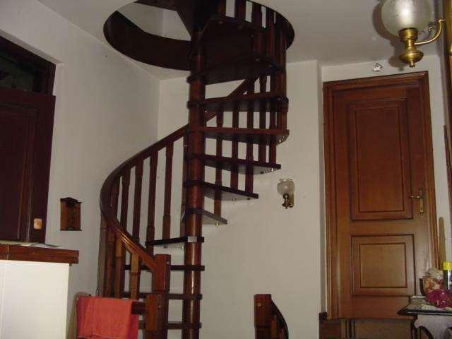 Villa in vendita a Usmate Velate, 10 locali, zona Zona: Velate, Trattative riservate | Cambio Casa.it