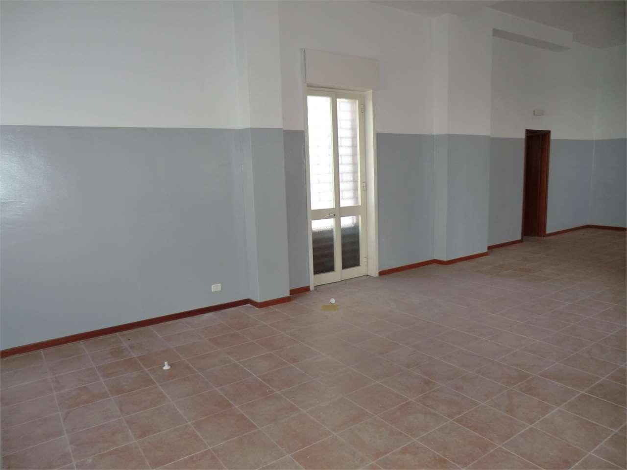 Negozio / Locale in vendita a Camporotondo Etneo, 9999 locali, prezzo € 70.000 | Cambio Casa.it