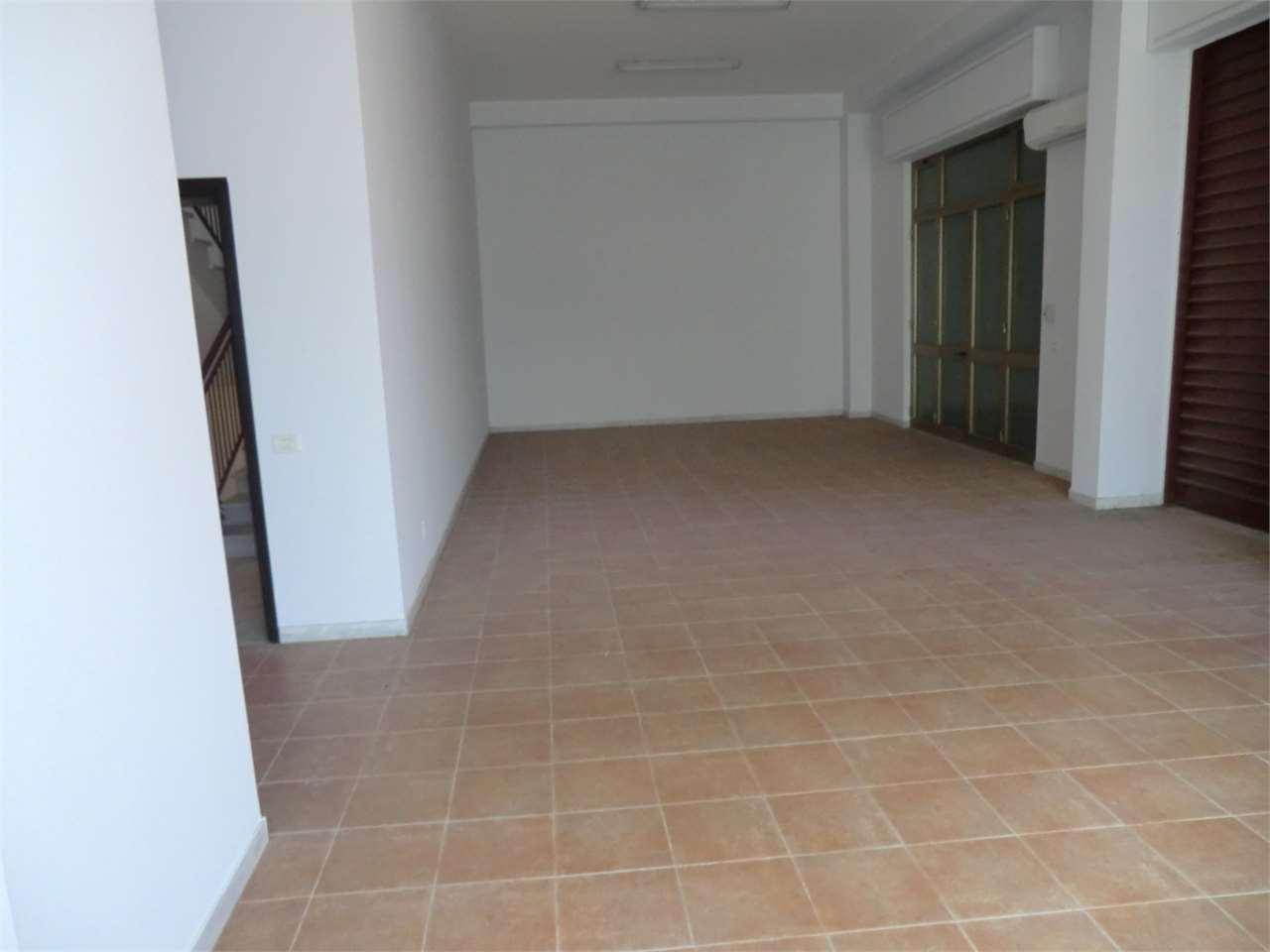 Negozio / Locale in vendita a Camporotondo Etneo, 9999 locali, prezzo € 80.000 | Cambio Casa.it