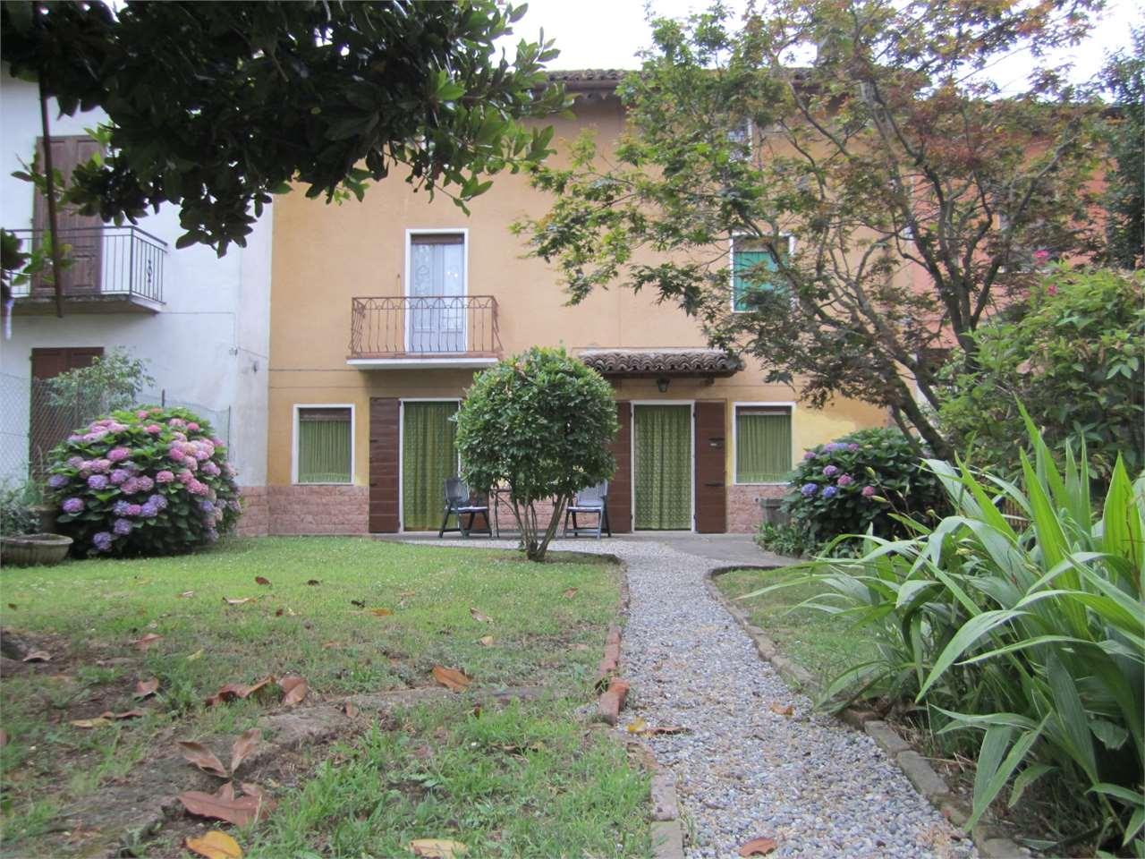 Soluzione Indipendente in vendita a Credera Rubbiano, 7 locali, zona Zona: Rovereto, prezzo € 135.000 | Cambio Casa.it