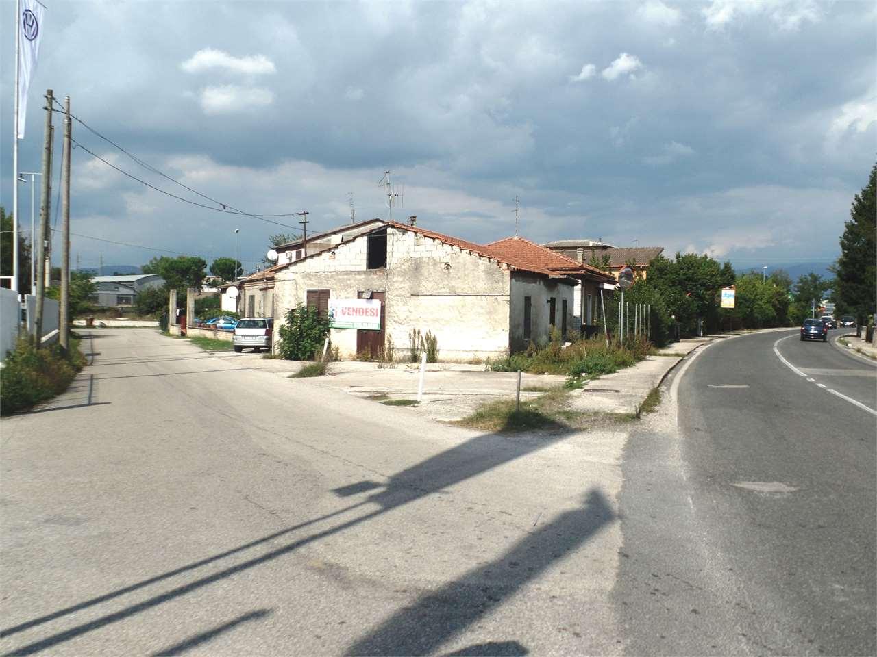 Negozio / Locale in vendita a Ceccano, 5 locali, prezzo € 84.000 | Cambio Casa.it
