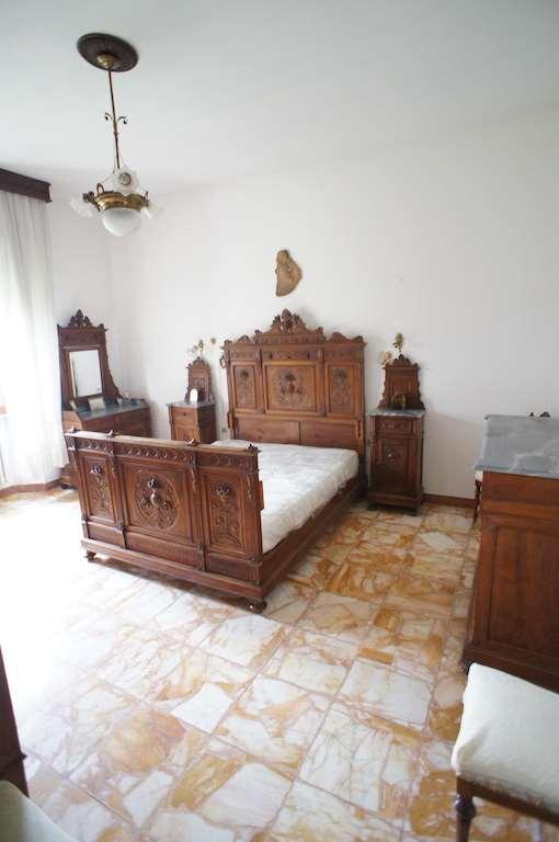 Villa in vendita a Santa Croce sull'Arno, 8 locali, zona Zona: Staffoli, prezzo € 400.000 | CambioCasa.it