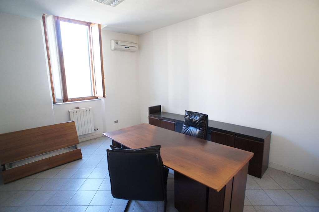 Ufficio / Studio in affitto a Montecatini-Terme, 3 locali, prezzo € 500 | Cambio Casa.it