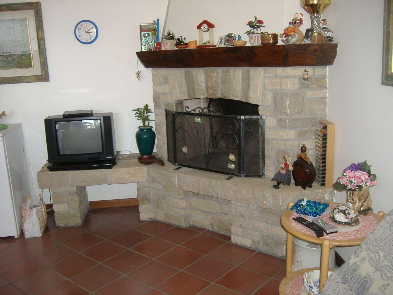Appartamento in vendita a Zogno, 3 locali, zona Zona: Miragolo San Marco, prezzo € 99.000 | CambioCasa.it