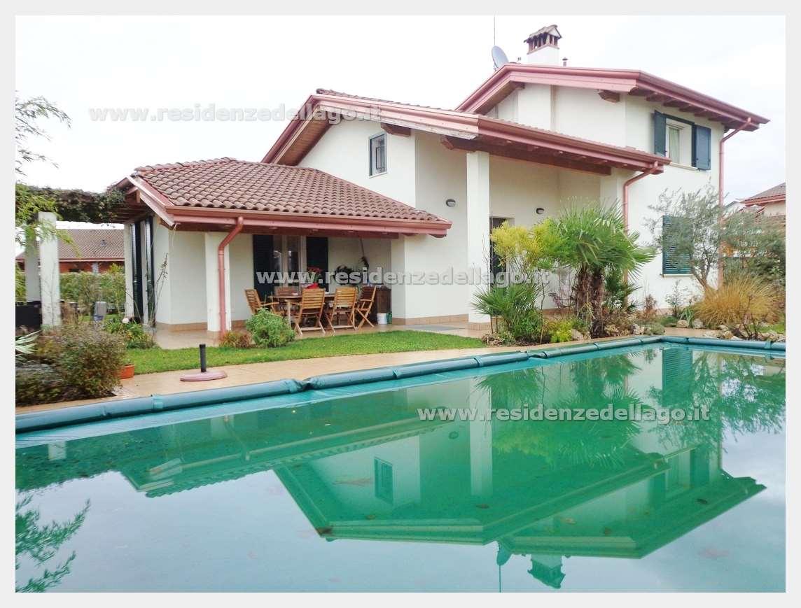 Villa in vendita a Peschiera del Garda, 9 locali, prezzo € 765.000 | Cambio Casa.it