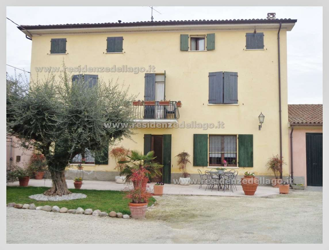 Villa in vendita a Monzambano, 8 locali, prezzo € 965.000 | Cambio Casa.it