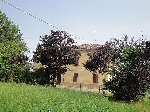Rustico / Casale in vendita a Busseto, 8 locali, zona Zona: Sant'Andrea, prezzo € 125.000 | Cambio Casa.it