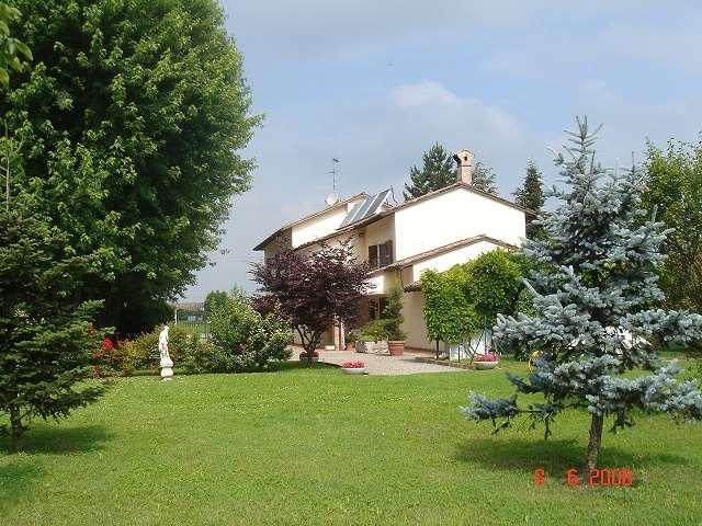 Villa in vendita a Busseto, 10 locali, prezzo € 390.000 | Cambio Casa.it