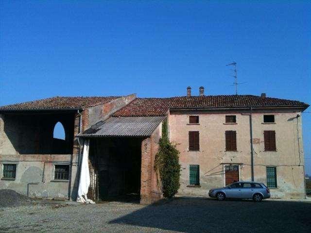 Appartamento in vendita a Cortemaggiore, 15 locali, zona Zona: Chiavenna Landi, prezzo € 245.000 | Cambio Casa.it
