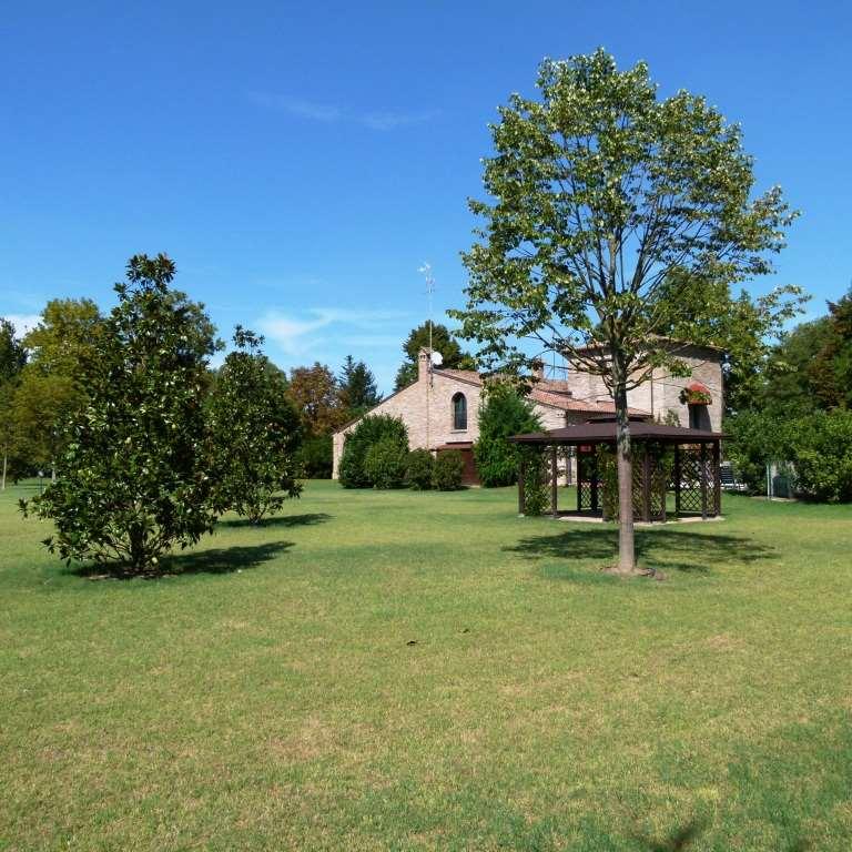 Villa in vendita a Ferrara, 8 locali, Trattative riservate | CambioCasa.it