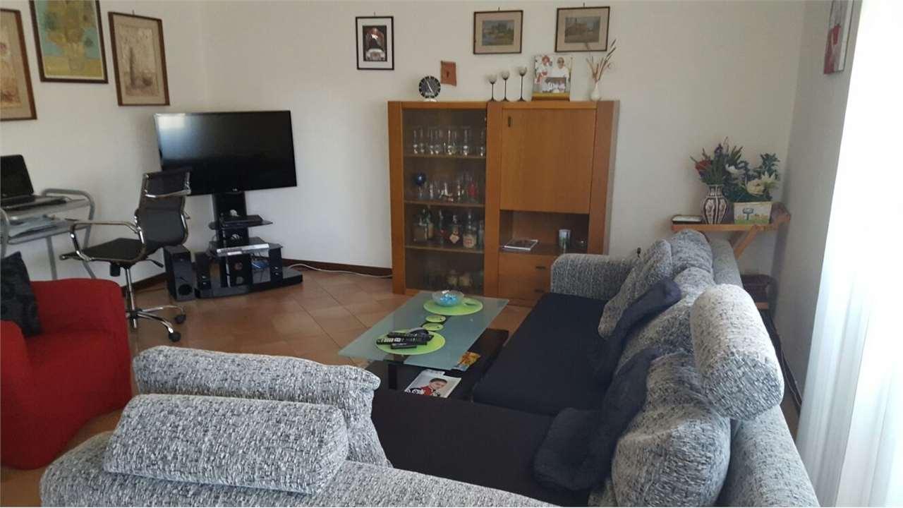 Appartamento in vendita a Mantova, 4 locali, zona Zona: Paiolo-Pompilio, prezzo € 95.000 | Cambio Casa.it