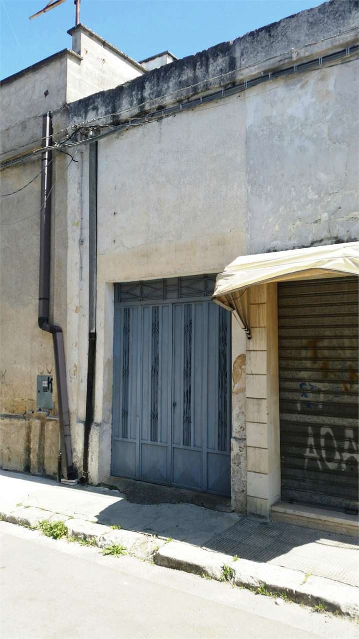 Box / Garage in Vendita a San Donaci