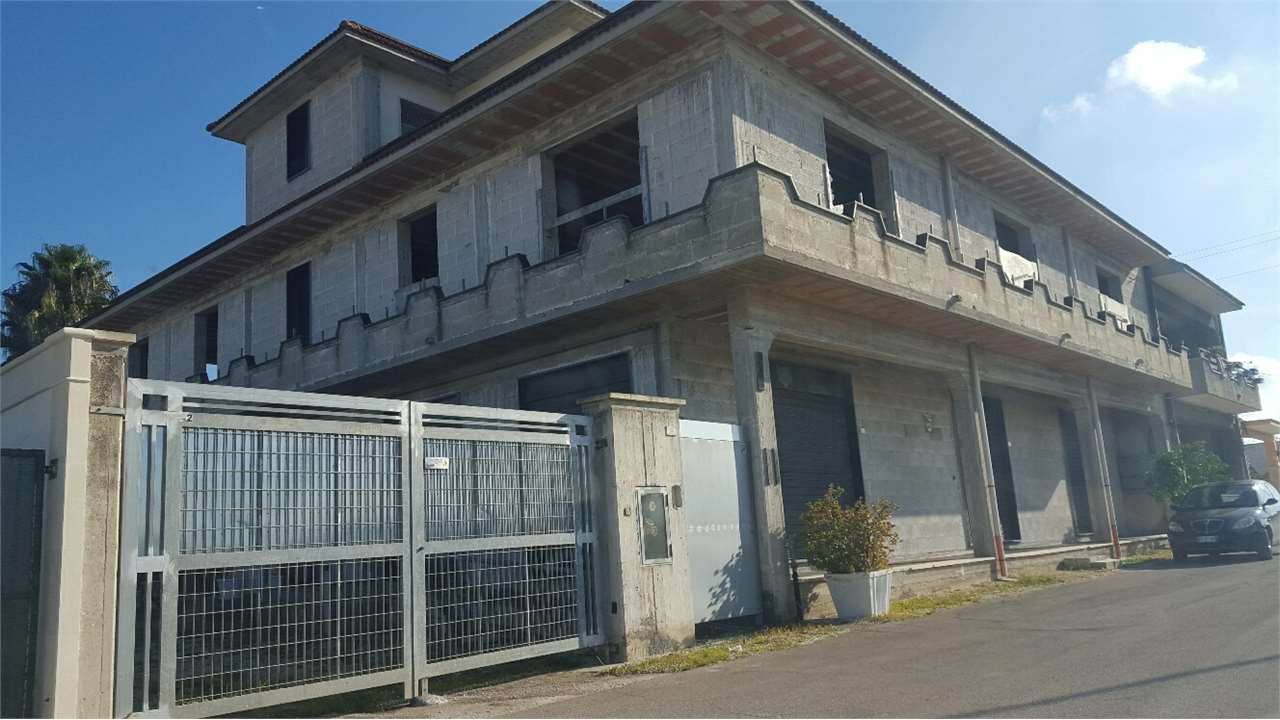 Laboratorio in vendita a Cellino San Marco, 9999 locali, Trattative riservate | Cambio Casa.it