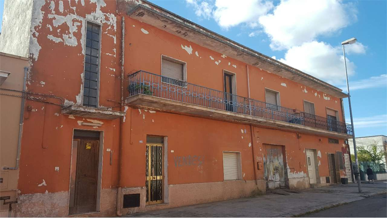 Palazzo / Stabile in Vendita a Cellino San Marco